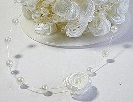 Roosjes met pareltjes koord wit