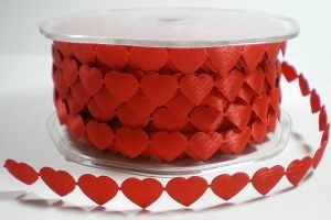 Chained hearts band rood